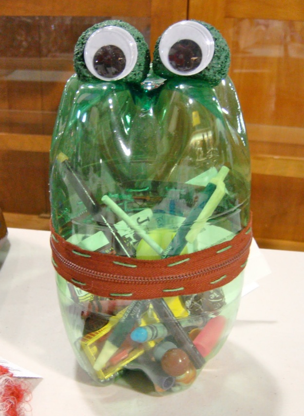 Recycled art for kids for Things to make with recycled materials that is useful