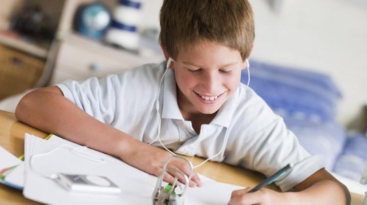 Create a Homework Station in 5 Simple Steps #FallBackToSchool