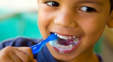 Tips for Teaching Kids the Right Way to Brush Their Teeth