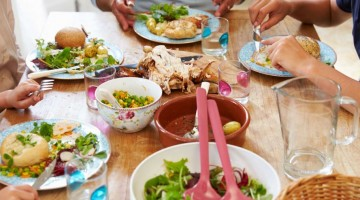 4 Things You Need for a Successful, Big Family Meal
