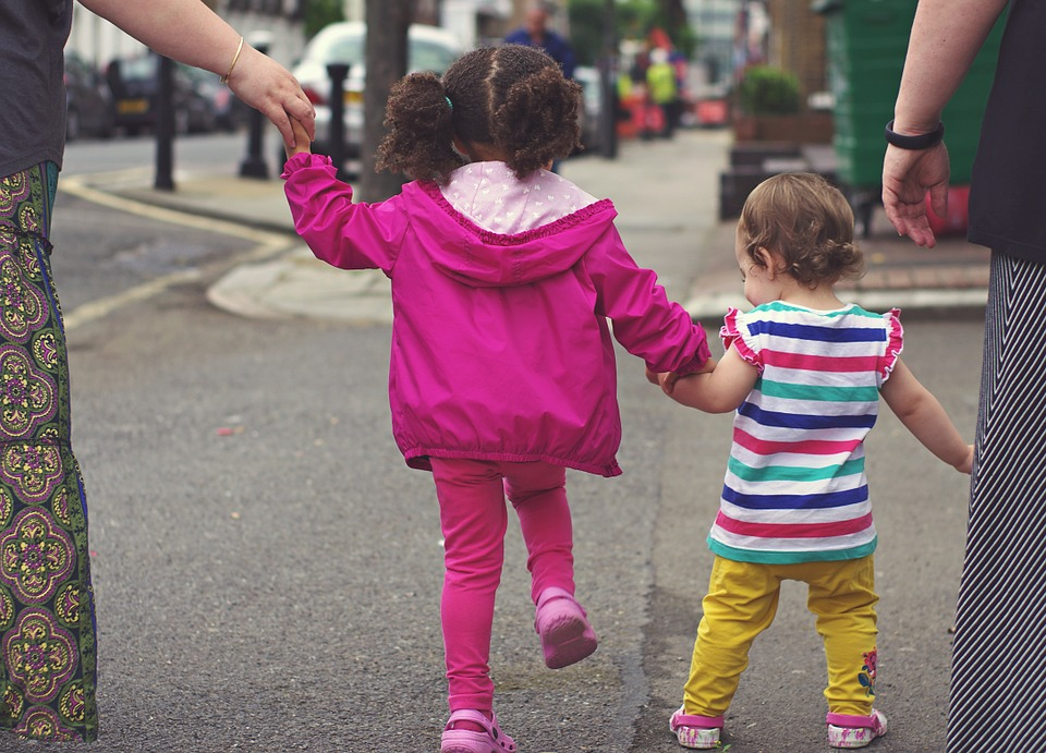 autos-and-tots-how-to-teach-your-children-to-be-safe-around-cars