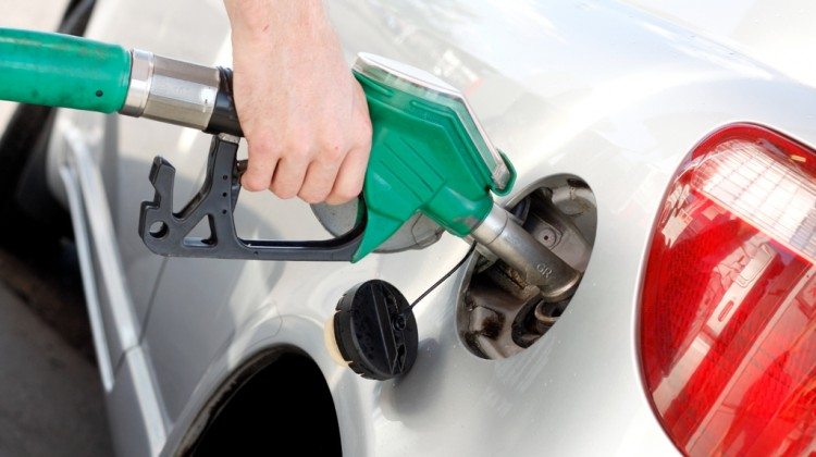 5 Things Your Teen Needs to Know About Pumping Gas