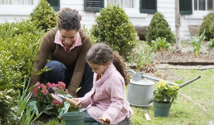 Why You Should Teach Your Kids About Gardening