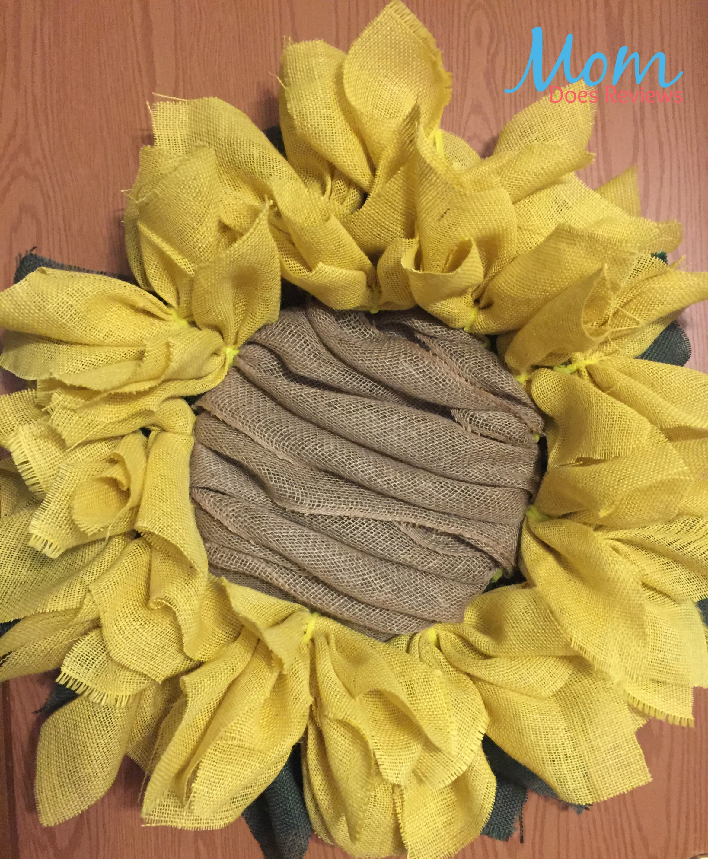 Diy sunflower burlap wreath craft for Crafts to make with burlap