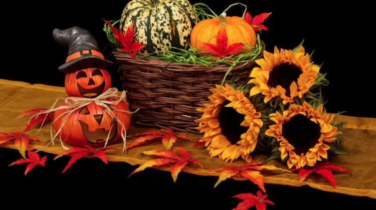 5 Creative Ways to Decorate Your Roof for Halloween