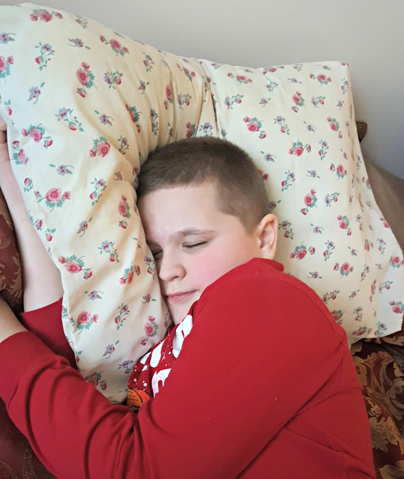 Enjoy the Feeling of a Sweet Hug with Homfy Pillows