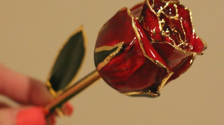 A Gold Rose Is The Perfect Valentine's Day Gift #Sweet2018