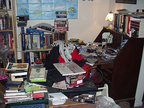Control Clutter in a small home