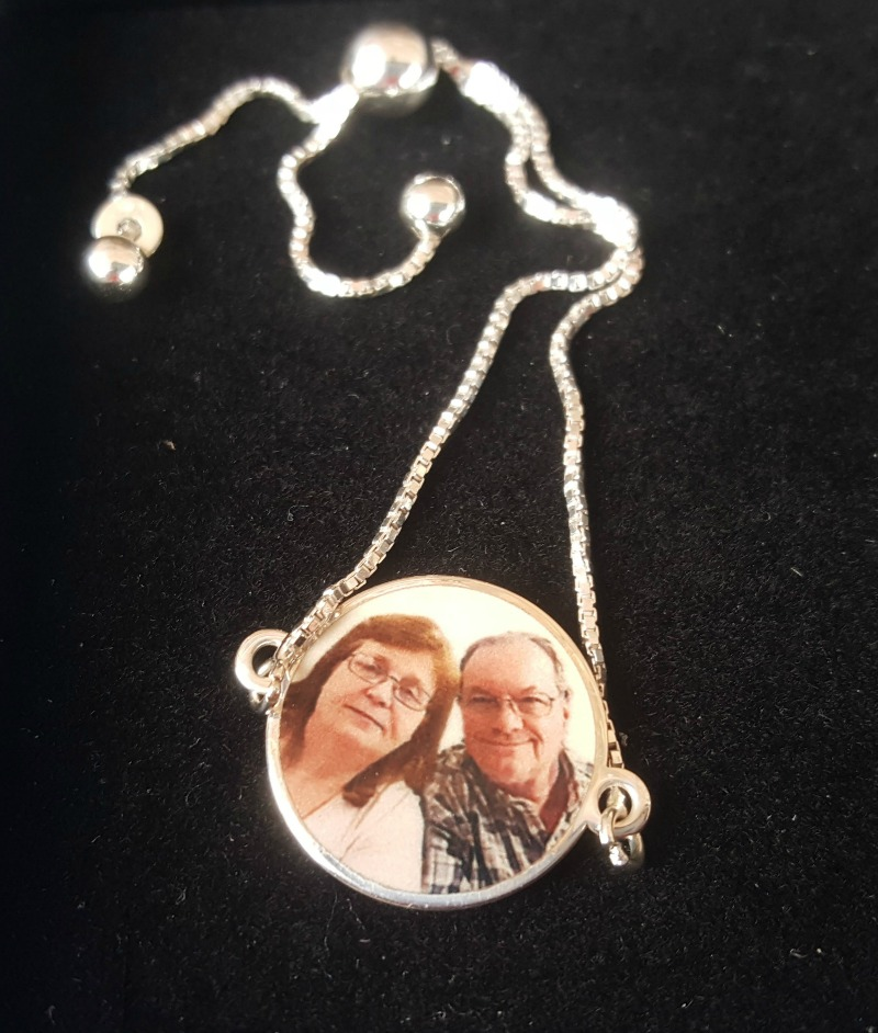 Create a Custom Piece of Jewelry on PicturesOnGold