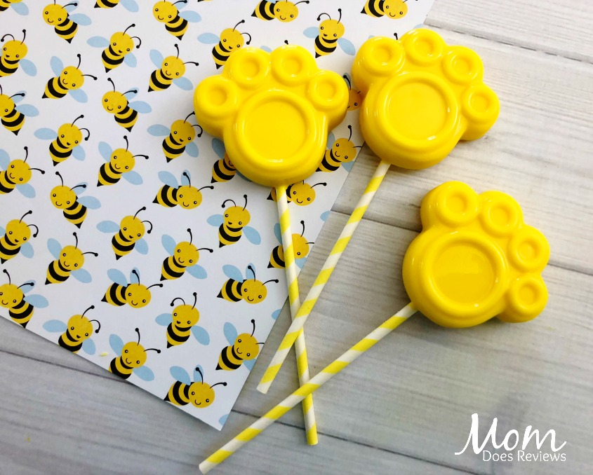Super Easy and Cute Pooh Paw Print Pops
