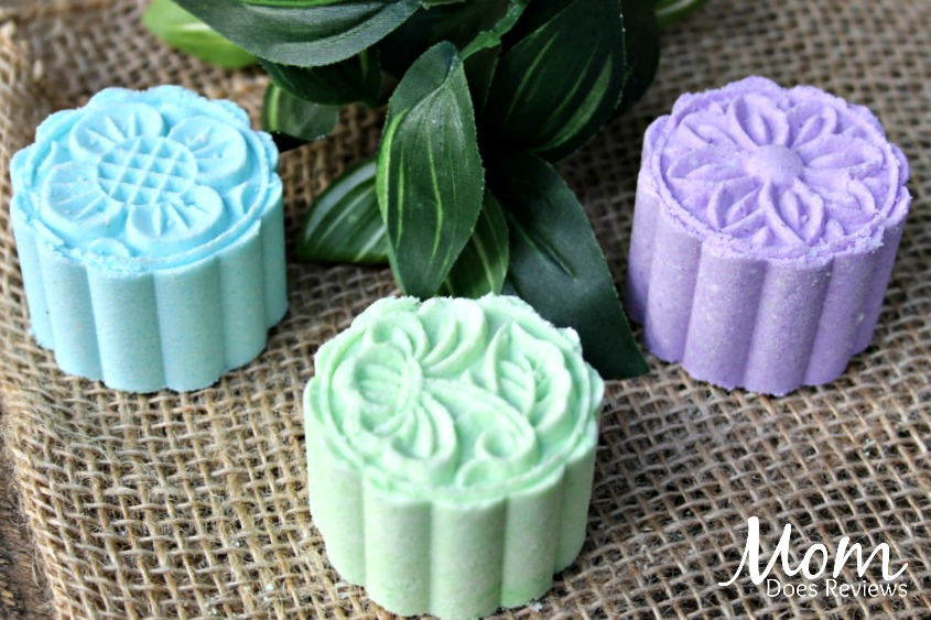 Make your Own Moon Press Bath Bombs with Essential Oils #DIY