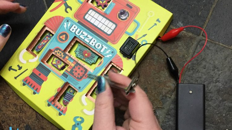 Spark An Interest In Circuitry With Circuit Games #MEGAChristmas18 #KlutzMakerLab