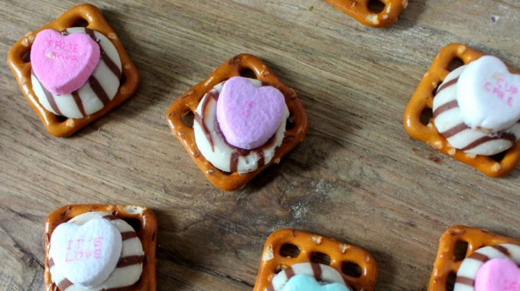 Easy Valentine's Day Chocolate Pretzels #Sweet2019