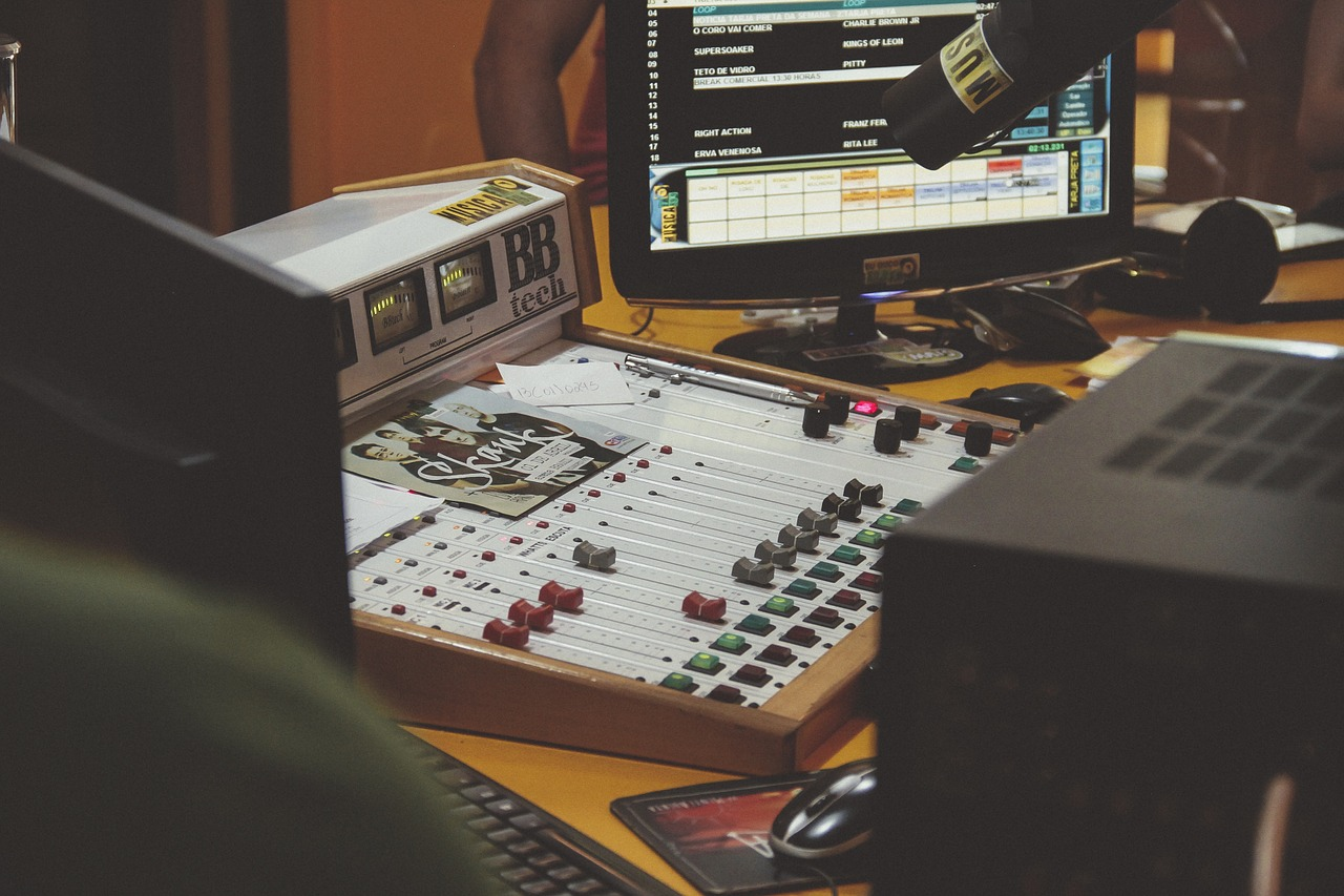 Explore the Reasons Why Should You Enroll In the Best Music Producing Courses
