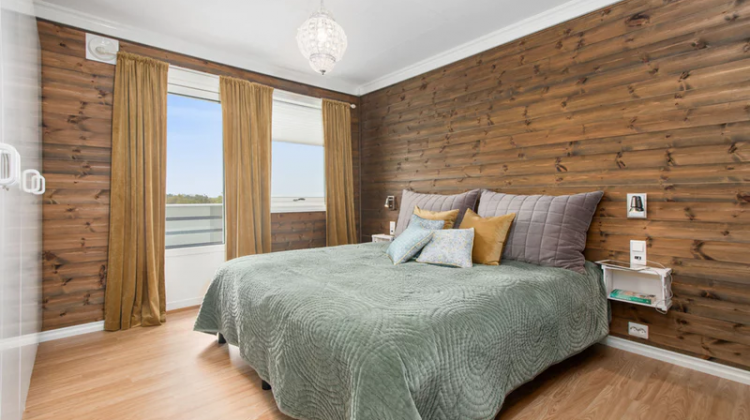 How To Achieve A Classy Yet Chic Look In The Bedroom