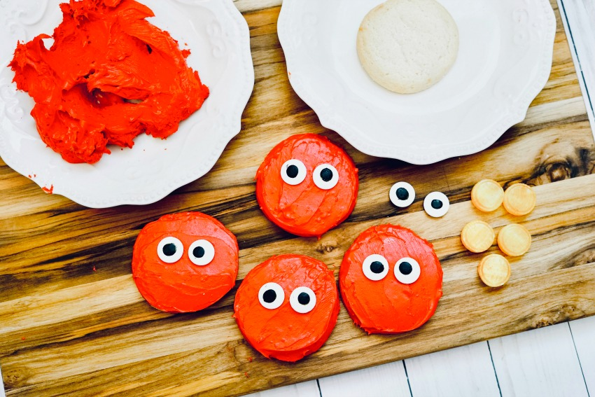 Easy Elmo Cookies Tutorial process