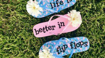 Fun Flip Flop Sign (a Dollar Store Craft) #diy #craft #dollarstorecraft #flipflops #summer #fun