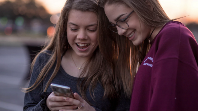 4 Warning Signs Your Teen May Be Showing that Means Something Serious