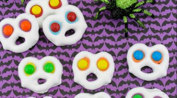 Screaming Ghost Pretzels for the Perfect Halloween Treat!