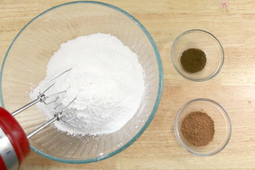 Spiced Rum Eggnog Frosting process