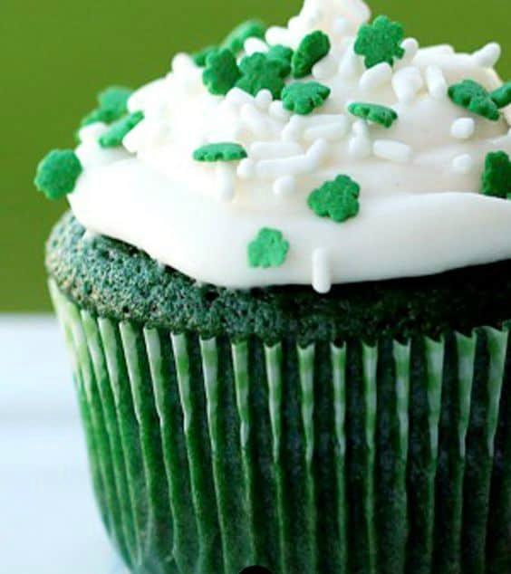 Green Velvet Cake And Cupcakes