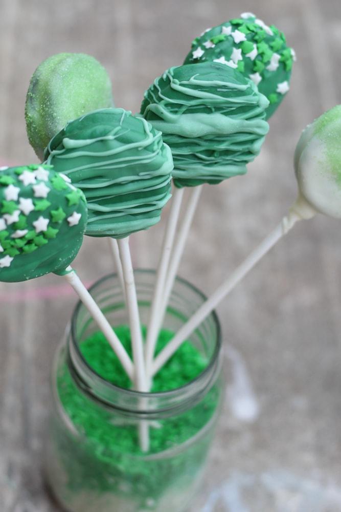 St. Patricks Day Inspired Oreo Cookie Pops