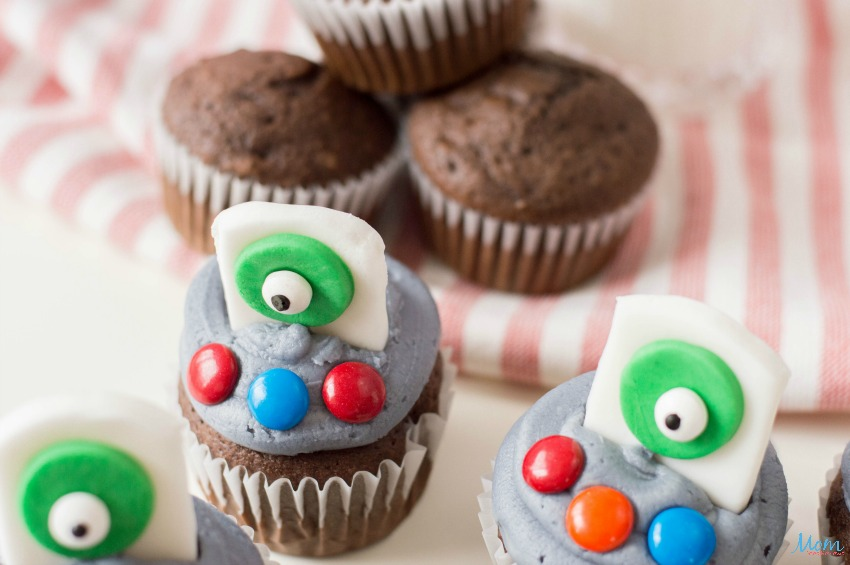 Fun UFO Cupcake Recipe the Kids will Love!
