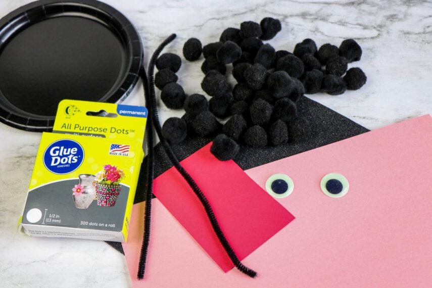 Black Cat Pom Pom Paper Plate