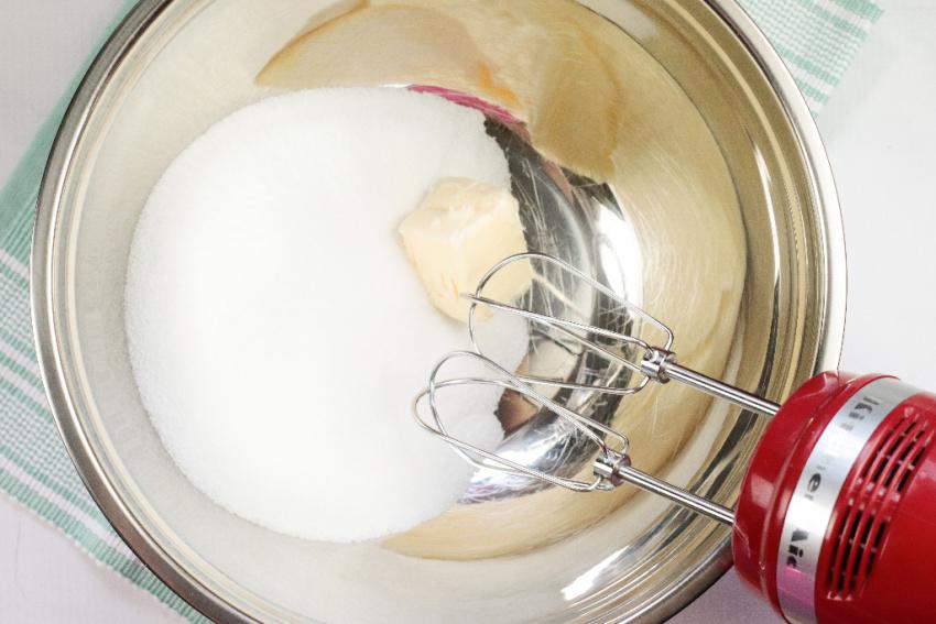 Honey Cinnamon Bumblebee Cupcakes process