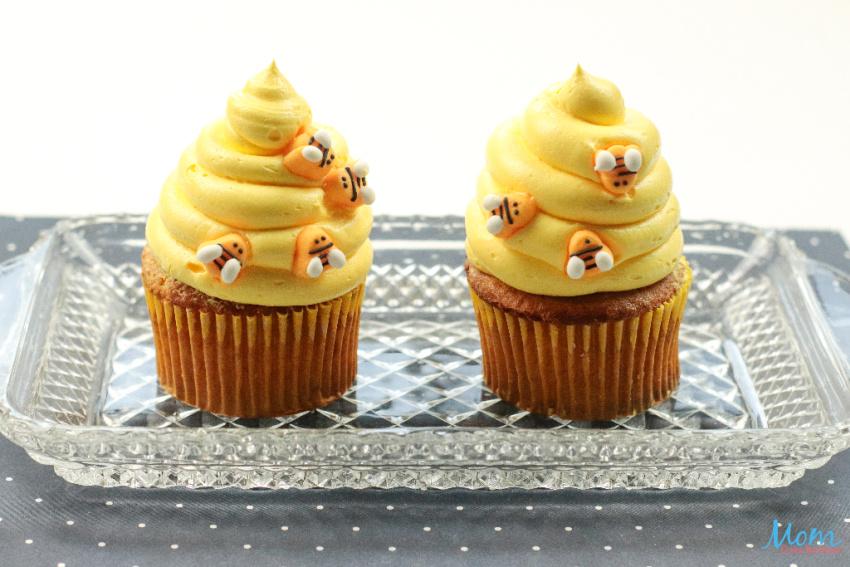 Honey Cinnamon Bumblebee Cupcakes with Honey Cinnamon Cream Cheese Frosting Recipe