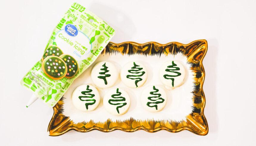 Easy Christmas Tree Oreos