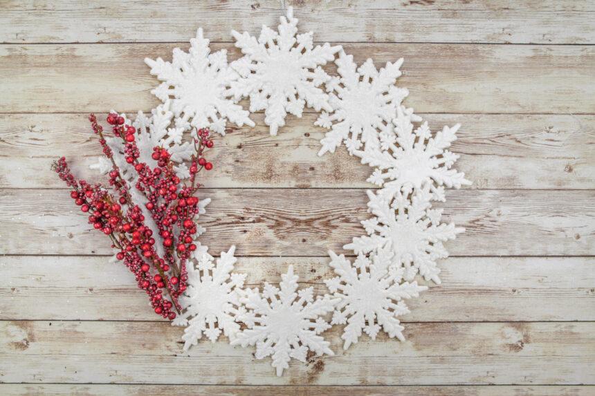 Winter Snowflake Wreath- Dollar Store Craft