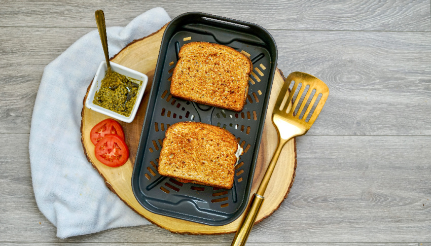 Air Fryer Tomato, Pesto & Fresh Mozzarella Grilled Cheese process