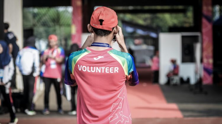 4 Ways to Help Your Teen Get Involved With Volunteering