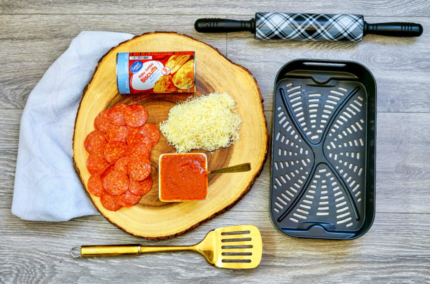 ingredients for air fryer biscuit pizza