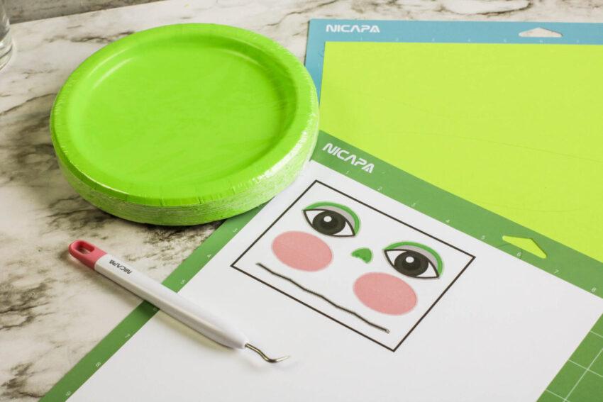 Baby Yoda Paper Plate Craft