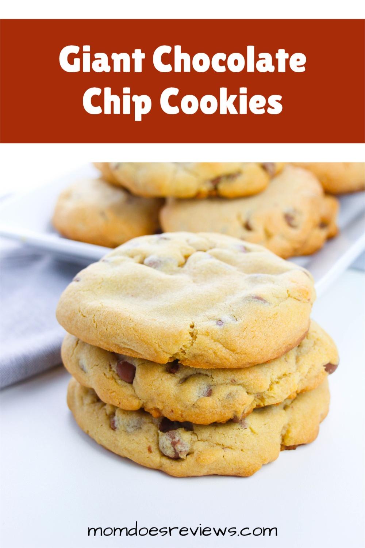 Giant Chocolate Chip Cookies #recipe #cookierecipe #chocolatechips