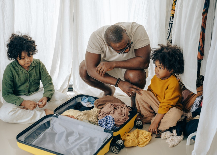 10 Tips To Reduce Travel-Related Stress For Parents