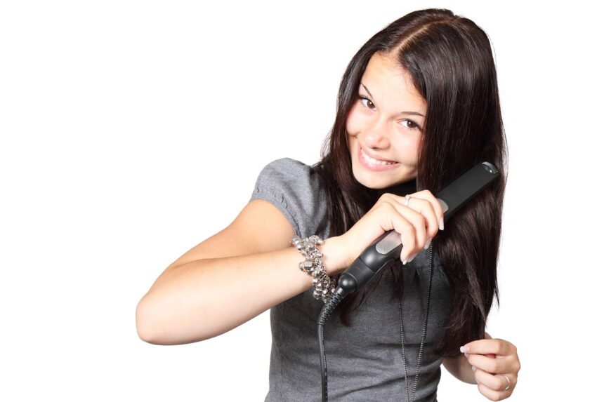 A Simple Guide to Shopping For a Quality Hair Straightener in 2021