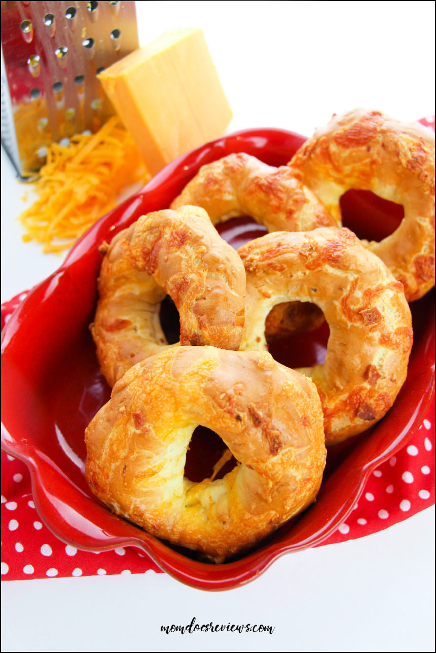 How to Make Cheddar Bacon Bagels #Recipe #breakfast #baconcheese