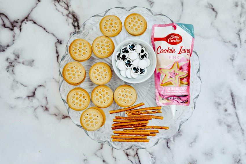 Girly Spider Oreo Cookies ingredients needed