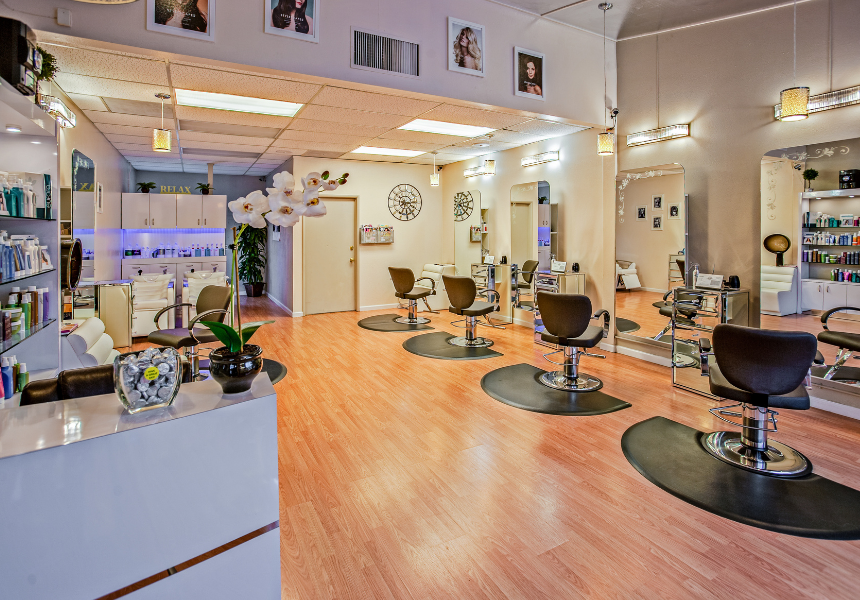 What are the benefits of a beauty franchise?